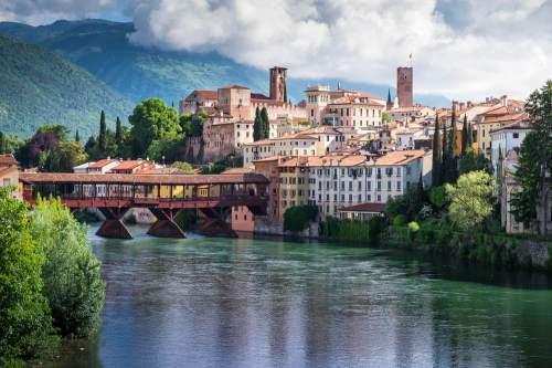 Vista-di-Bassano-del-Grappa-ed-il-POnte-di-Bassano-dal-POnte-Nuovo